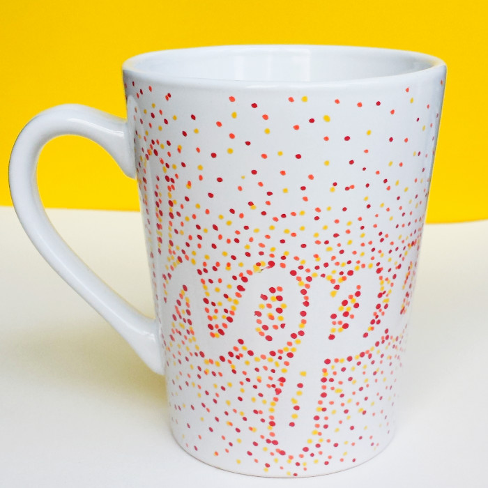 Diy dotted sharpie mugs using dollar store mugs for Coffee mug craft kit